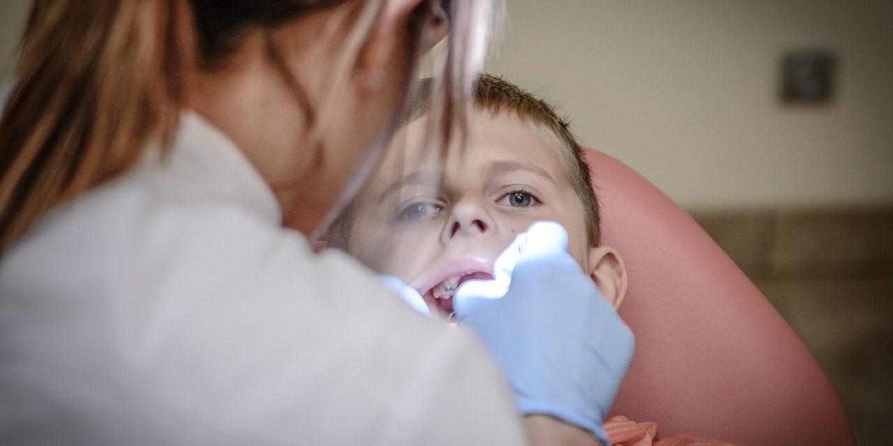 Как помочь ребенку если он идет к стоматологу в первый раз