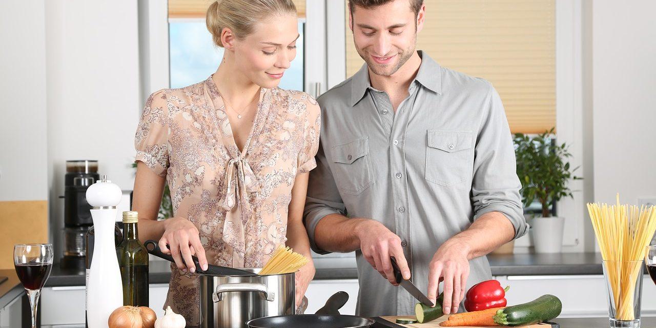 Мужчина на кухне – сюрприз для жены!