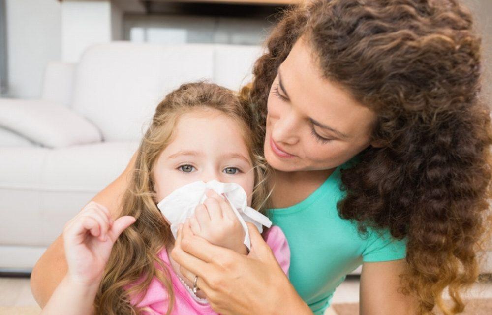 Как научить ребенка сморкаться правильно